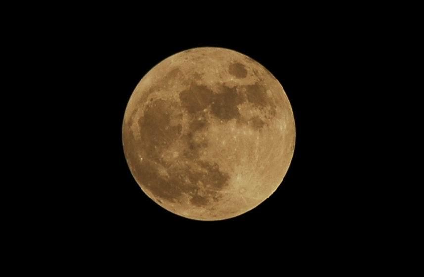 八月十五的月亮,就是月亮